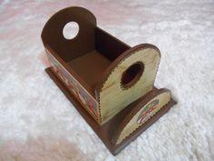 Serviço de temperos para mesa com porta guardanapos, muito útil e decorativo. ( Galheteiro ) Link direto para informações: http://www.elo7.com.br/galheteiro/dp/6E073B