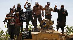 Rebeldes entrenados por EE.UU. traicionan a Washington entregando armas a una rama de Al Qaeda  Publicado: 22 sep 2015.