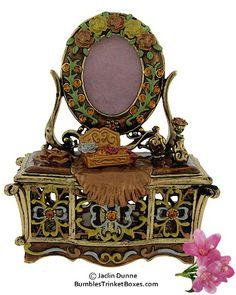 Trinket Box: Dressing TableTrinket Box ~ love this and little trinket boxes