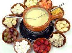 Receita de Fondue de Chocolate Branco - fondue e sirva com os acompanhamentos...