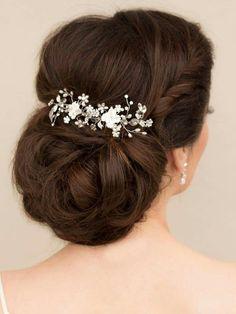 Hair comes the bride, love the hair piece. #Beautiful #Bridal #Wedding