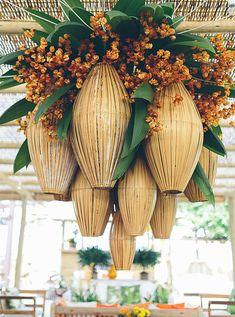 Patricia e Thiago noivaram em Trancoso, então nada mais natural que realizar o casamento no charmoso vilarejo baiano! A história do casal tem tudo a ver co