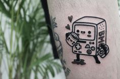 Tatuagem feita por Hugo Tattooer de Seoul, Coréia do Sul.  Beemo da hora da aventura em blackwork.