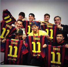 """Instagram do amigo de Neymar Amigos de Neymar ganham camisa 11 com """"TOISS"""" escrito nas costas."""