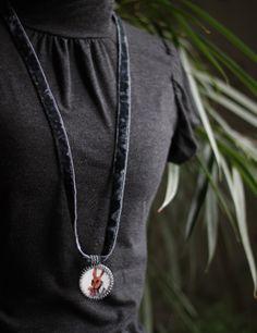 Hare. Necklace. Ceramic (majolica), beads... / Zając. Naszyjnik. Ceramika (majolika), koraliki... /// http://karolina-g.blogspot.com/2014/02/o-zajaczku-zrobionym-na-szaro.html