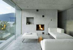 Accogliente e giocato sui toni neutri del beige, del bianco e del grigio, il salotto con camino è lo spazio dell'interazione e del relax
