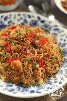 Usually i like to cook fried Mee Hoon during lunch time, from economic fried beehoon , simple Hokkien fried mee hoon , Tom Yum fried mee ...
