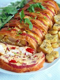Az otthon ízei: Márványcsirke mustáros, kakukkfüves burgonyával Meat Recipes, Real Food Recipes, Chicken Recipes, Cooking Recipes, Healthy Recipes, Hungarian Cuisine, Hungarian Recipes, Lunch Catering, Good Food