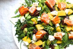 Deze mango zalm salade is een van mijn favoriete salades! Beloof je me dat je deze gauw probeert? Hij is écht onwijs lekker!