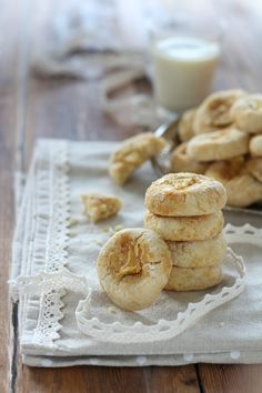 Soft cookies with fresh bergamot. Enjoy a delicious flavour with these no butter cookies easy and healthy Good Food, Yummy Food, Healthy Sweets, Healthy Cookies, The Dish, Bakery, Dessert, Dishes, Breakfast