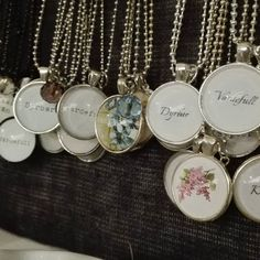 """Bor du i närheten av Sävsjö har du fortfarande chans att köpa mina smycken i mysiga butiken Sockerklaras. Jag har nyss fyllt på med helt nya motiv """"Värdefull"""" och """"Dyrbar"""" :) #sockerklaras #värdefull #dyrbar #handgjordasmycken #halsband #namnsmycken #bildsmycken #smycken #ljuvligating"""