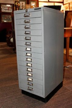 VINTAGE RETRO Large Metal COLLECTORS FILING CABINET