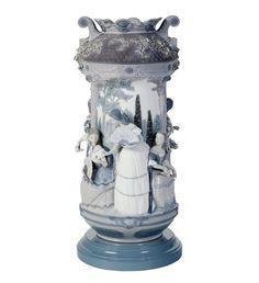 01007033  LADIES IN THE GARDEN VASE-GREY (RE-DECO)  Issue Year: 2007  Sculptor: José Luis Alvarez  Size: 53x24 cm  Base included  Limited Edition 250 pieces