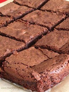 receta-autentica-brownie Chewy Brownies, Caramel Brownies, Homemade Brownies, Best Brownies, Boxed Brownies, Healthy Brownies, Brownie Recipes, Cake Recipes, Dessert Recipes