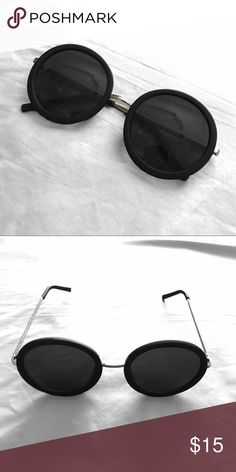 Black Round Sunglasses These black round sunglasses are perfect for fall weather! Accessories Sunglasses