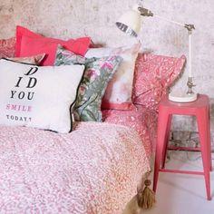 Tem coisa melhor que já acordar cercada pela delicadeza e feminilidade dos tons de rosa? #inspiração #decoração #ThinkPink #instahome #OutubroRosa #westwingbr by westwingbr