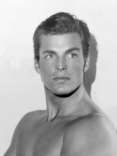 "wehadfacesthen:""Buster Crabbe in a 1934 publicity photo. He was an Olympic Gold Medal swimmer who, like his pal Johnny Weissmuller, parlayed athletic success into a Hollywood career. He portrayed the three biggest comic strip heroes of the Thirties. Old Hollywood, Viejo Hollywood, Hollywood Actor, Classic Hollywood, Male Movie Stars, Classic Movie Stars, Guy Madison, Photos Originales, Before Us"