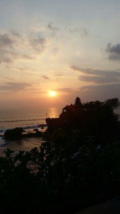 Onder gaande zon Tempel Tanah Lot