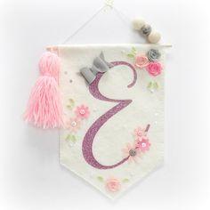A gorgeous banner flag featuring an initial of your choice. Handmade Felt, Handmade Flowers, Handmade Crafts, Diy And Crafts, Yarn Crafts, Felt Crafts, Fabric Crafts, Felt Wall Hanging, Hanging Banner
