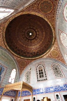 Topkapi Palace Istanbul Turkey one of the world's most beautiful cities. Have the best museum ever. Byzantine Architecture, Islamic Architecture, Beautiful Architecture, Beautiful Buildings, Art And Architecture, Architecture Details, Empire Ottoman, Museum, Most Beautiful Cities