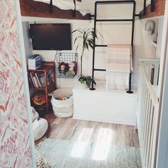 38 Best RV Interior Design to Upgrade Your Style Road. If you are going to paint inside your RV, consider the chance to prime first. Our RV and motorhome design […]. Small House Decorating, Interior Decorating, Rv Interior, Interior Design, Camper Makeover, Remodeled Campers, Rv Living, Mobile Living, Tiny Living