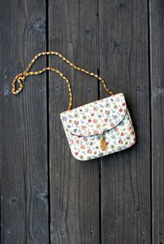 1980's Floral Tapestry Mini Purse//Floral Shoulder Bag//Fabric Floral Purse with Gold Hardware
