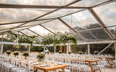 A clear-roofed marquee lets in the lights and highlights the landscape. Image: Studio Impressions
