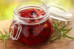 Sušená rajčata s bazalkou a česnekem