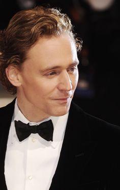 Tom Hiddleston at the Orange British Academy Film Awards in 2012. Via Torrilla. Full size image: http://ww4.sinaimg.cn/large/6e14d388gy1fcdnvkdw6ij20wh1faqbq.jpg