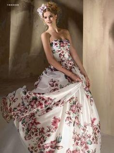 seta stampata a fiori, un modo per portare il colore sull'abito da sposa firmato Cotin