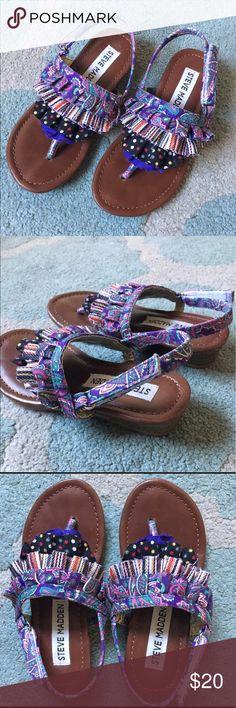 Steve Madden GIRLS sandals - KIDS size 10 Velcro closure adjusts to fit comfortably - thong style between toes - very very small bit of height in back of the shoe - I wouldn't even call it a heel Steve Madden Shoes Sandals & Flip Flops