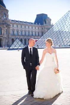 bride and groom walking by Paris landmarks http://itgirlweddings.com/16152-2/