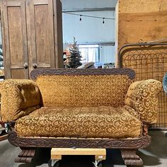 (8) Facebook Marketplace Victorian Sofa, Cabin Furniture, Sell Items, Love Seat, Accent Chairs, Couch, Facebook, Home Decor, Victorian Couch