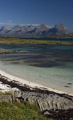 Herøy ligger sør for øya Dønna rett utenfor Sandnessjøen.