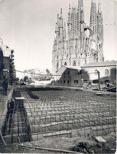Obres de construcció de l'estació de Sagrada Família durant el mes d'agost de 1968.