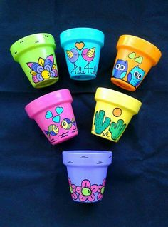 Painted Plant Pots, Painted Flower Pots, Flower Planters, Pots D'argile, Clay Pots, Diy Bottle, Bottle Crafts, Pottery Painting, Diy Painting