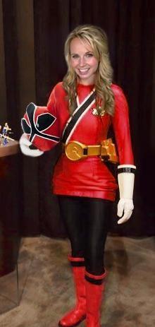 The Red Ranger reveals her true identity. Lauren (Kimberley Crossman) is Jayden's older sister and the true head of the Shiba Clan. Power Rangers Cosplay, Pink Power Rangers, Power Rangers Samurai, Lauren Powers, Power Rangers Megaforce, Female Movie Stars, Typical Girl, Mighty Morphin Power Rangers, Girls Uniforms
