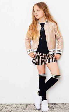 Een heerlijke outfit voor de aankomende feestdagen, maar ook daarna hoeven ze niet meteen opgeborgen te worden! #nono #kindermode #girlslook #meisje #feestdagen #kerst #stripes #glamour #herfst #winter #lente #inspiratie #outfit #mode S Shirt, Party Looks, Glamour, Blazer, Spring, Jackets, Outfits, Women, Fashion