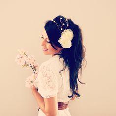 Headband mariage orchidée, dentelle et broderie et cristaux ivoire. : Accessoires coiffure par mes-tites-lilis