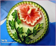 And again the popular watermelon with a beautiful flower carving in the food art style - # again # beautiful # carving - . Fruit Sculptures, Food Sculpture, Veggie Art, Fruit And Vegetable Carving, Veggie Food, Watermelon Art, Watermelon Carving, Carved Watermelon, Food Design
