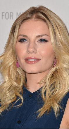 """Elisha Cuthbert Long Curls - It's been years since Elisha played """"the Girl Next Door""""—but she looked just like that with this soft, manageable hairstyle. Elisha Cuthbert, Beauty Lookbook, Date Night Makeup, Very Beautiful Woman, The Beauty Department, Long Curls, Canadian Actresses, Celebrity Makeup, Girl Next Door"""