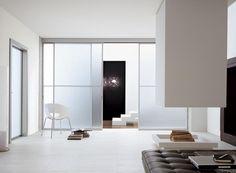 http://www.atresliving.it/porte-da-interni-a-milano/ Il pregio di una porta scorrevole Unika è dato anche dal fatto che tutte le ante sono ugualmente apribili. Una flessibità d'uso che la rende preziosa in ogni ambiente, tanto da caratterizzarlo con la sua estetica speciale.