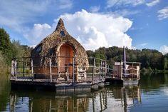 """Location Cabane """"Les Cabanes des Grands Lacs"""" Chassey-lès-Montbozon - Franche-Comté - France - Cabanes dans les arbres et sur l'eau sur un superbe domaine naturel de 150 hectares en Franche-Comté"""