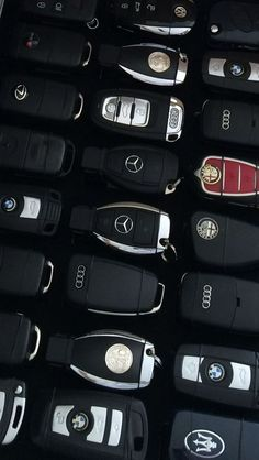 expensive cars Are You In a Search For The Most Astonishing Car Keys? We Have Brought Toghether All The Lovely Car Keys You Will Love And Wish To Own. Carros Audi, Carros Lamborghini, Lamborghini Cars, Bmw Cars, Lamborghini Gallardo, Car Brands Logos, Vw Mk1, Top Luxury Cars, Mercedes Benz Cars