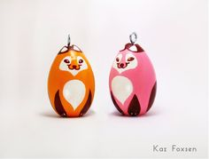 A cute addition to your desk or tree, this red fox can be hung as an ornament or made as a figurine without the hook and ribbon. Customization makes