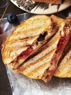 Recipe : ベリーとマシュマロのホットサンド #レシピ #サンドイッチ