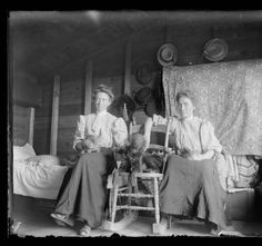 These two women, probably sisters, lived in a fairly comfortable, small homestead shack. With their cats and dog they enjoyed the comforts of a real bed and other furniture. A steamer trunk held their clothing and personal items. Pioneer Life, Pioneer Woman, Art Nouveau, Belle Epoque, Old Photos, Vintage Photos, Vintage Photographs, Liberty, Farm Boys