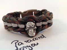 Herren Paracord Armband-Skull - Edelstahl Muttern von Paracordforyou auf DaWanda.com