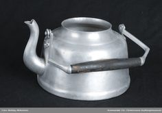 Kjele @ DigitaltMuseum.no Kettle, Kitchen Appliances, Diy Kitchen Appliances, Tea Pot, Home Appliances, Boiler, Kitchen Gadgets