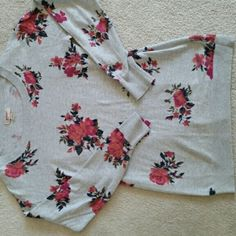 Beautiful floral sweater Floral sweater in perfect condition, it just doesn't fit me anymore.  Maybe worn a handful of times. Arizona Jean Company Tops
